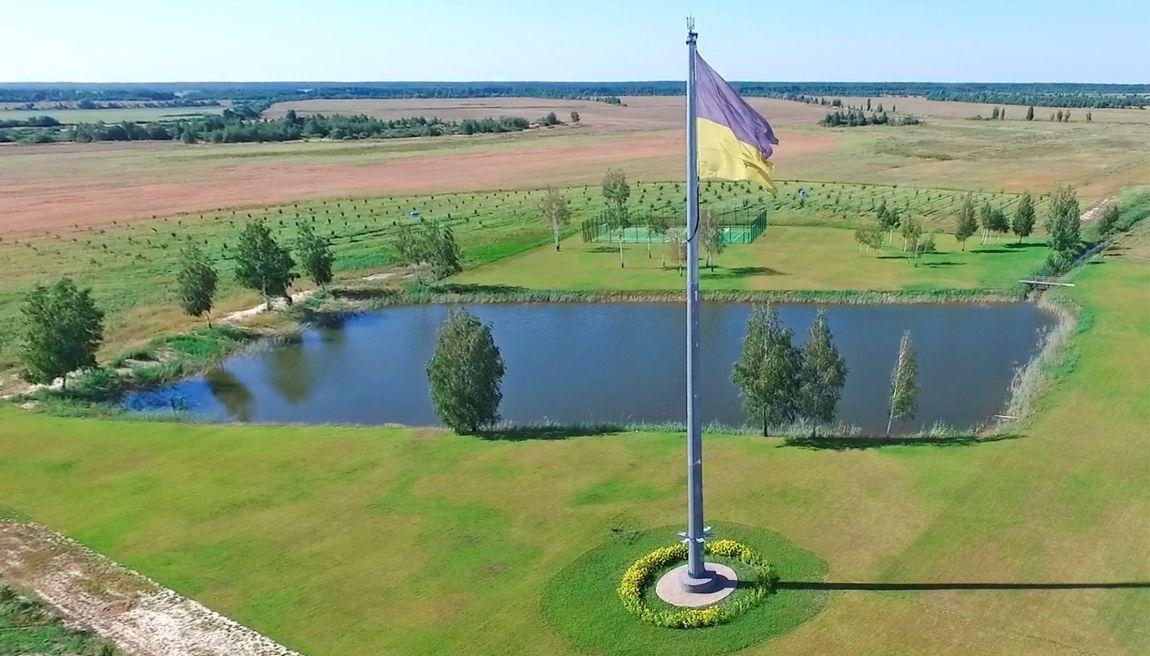 Флагшток висотою 30 метрів