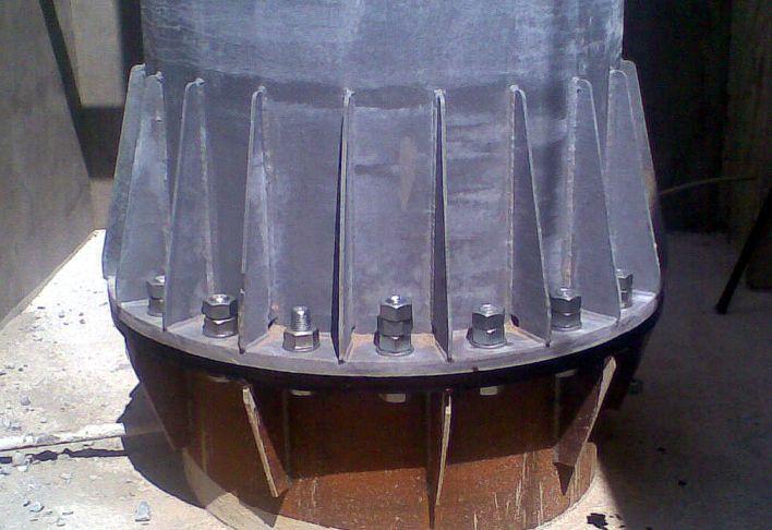 Закріплення прожекторної щогли до фундаменту