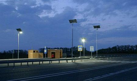 Автономне вуличне освітлення на сонячних батареях