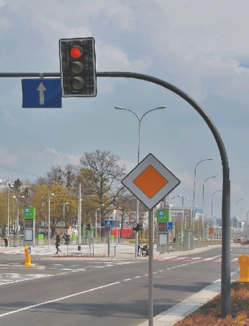 Стійки світлофорів консольні і рамні опори
